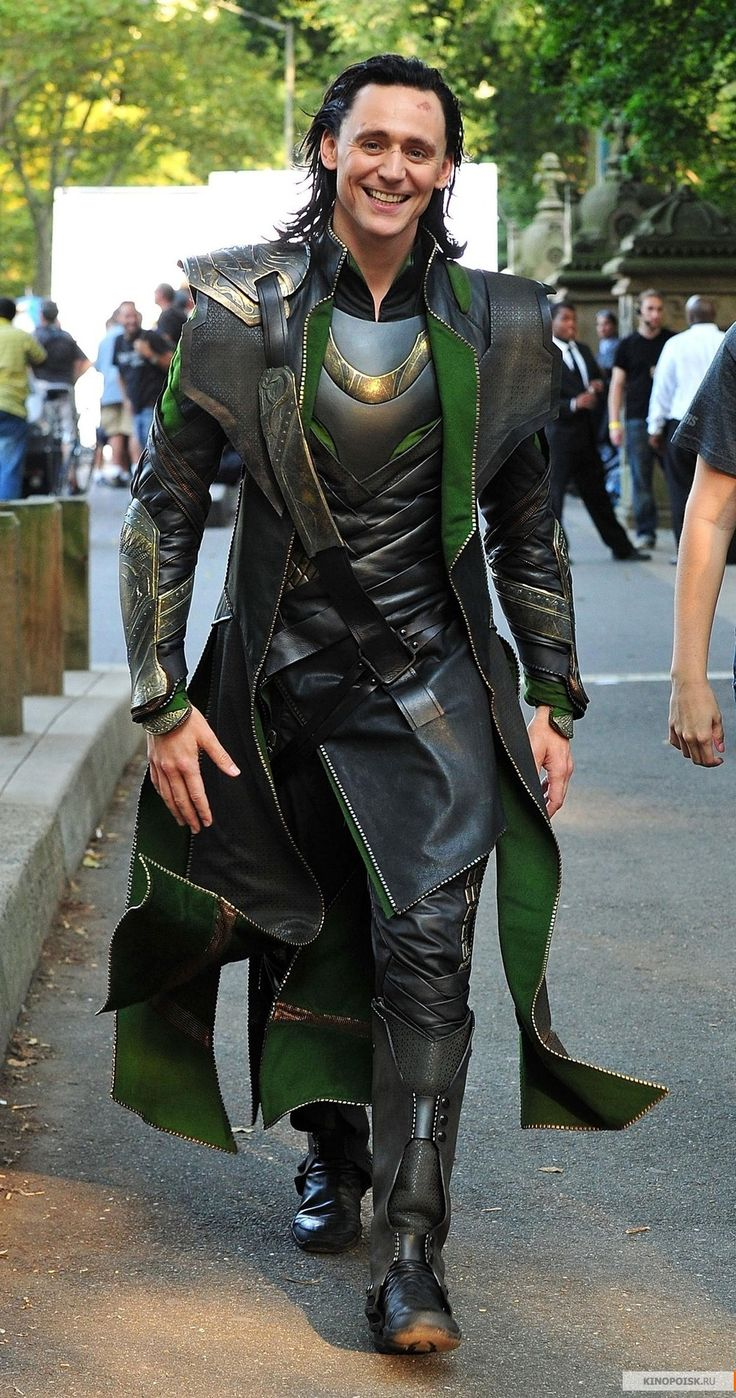 https://i.pinimg.com/736x/15/c0/32/15c0326501fb5b0a0765ba72d6adc68b--loki-costume-cosplay-costumes.jpg