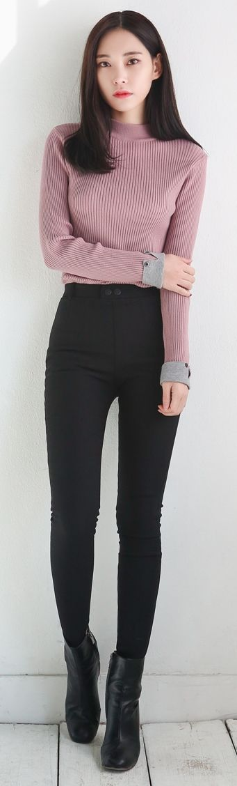 Not sure If I would look well with back pants; but black skinny + back ankle boots are just classy.