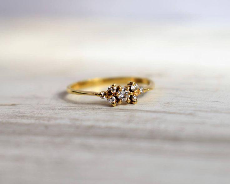 Floral Vintage Cluster Diamond Engagement Ring 7de Verjaardag Diamond Cluster Ring Vintage Diamond voorstel 14k Ring door PrettyDifferentShop op Etsy https://www.etsy.com/nl/listing/521058519/floral-vintage-cluster-diamond
