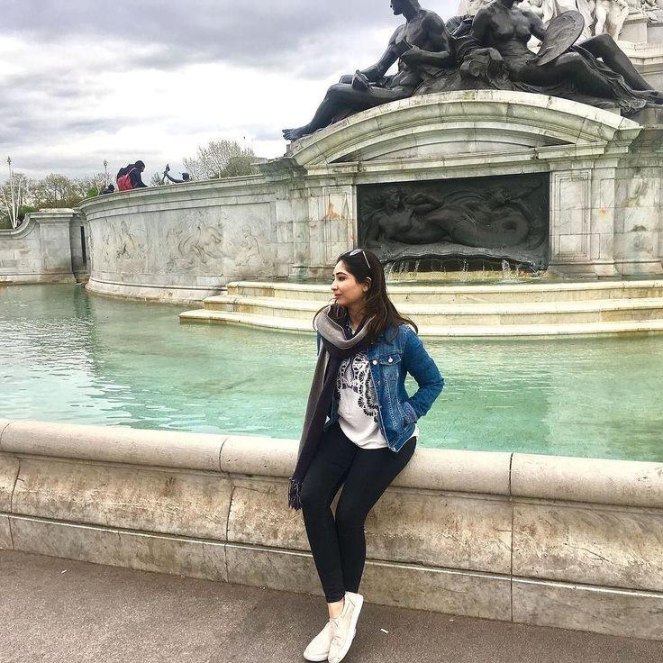 Just chilling.   #LondonDiaries #buckinghampalace #springtime #springishere #purpleflare #travelbug #easterweekend #LFMTravels #delhi_igers #indianblogger #itsthelittlebigthings #photosinbetween #thatsdarling #indianbeautyblogger #bblogger #beautyblog #makeuplover #holidaymood #howyouglow #travelblog #wunderlusting #summerholidaysfun #brightsunnyday #sunishere #sunnydayinlondon #ootd #beingtouristy