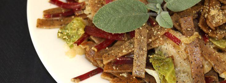 la ricetta dei pizzoccheri della Valtellina con bresaola e verza