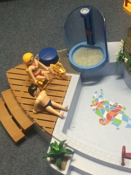 Schwimmbad mit Rutsche. Alles funktioniert und ist einwandfrei in Ordnung. Zubehör siehe Bilder.