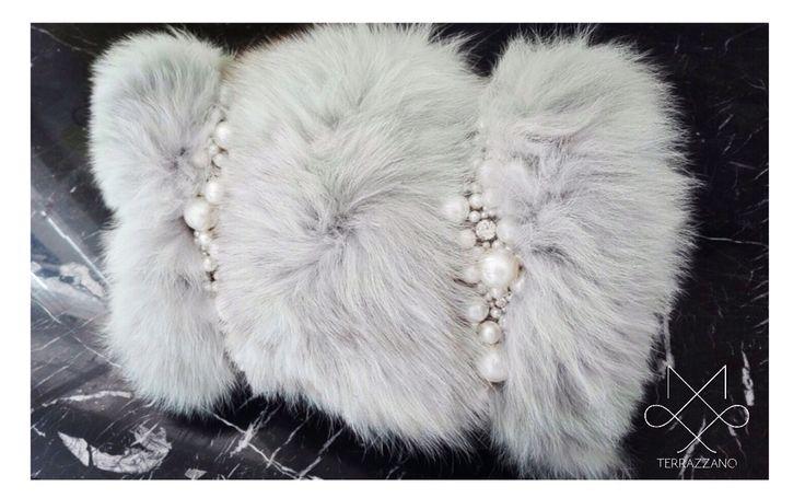 Collezione accessory donna f/w 2015_2016 TERRAZZANO  Borse in volpe fatte a mano ,con ricamo a gioiello di perle e cristalli. Info(saeiva@hotmail.it)