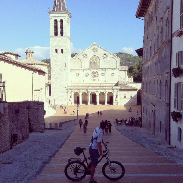 Alla scoperta dell'Umbria sulla pista ciclabile Assisi-Spoleto Pedalare in Umbria è sempre un piacere, ma in primavera diventa ancora più affascinante perché il verde delle campagne e dei boschi è ancora più inteso e si mescola ai profumi e ai colori di questa stagione. Nel Cuore Verde d'Italia, le strade sono quasi tutte tranquille e …