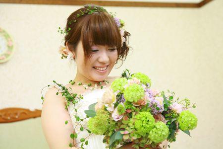 5年前の今日、長野までお届けしたブーケ。 花嫁様から、5年越しにお写真をいただきました。 許可をいただけたのでご紹介を。 花嫁様は実はお...