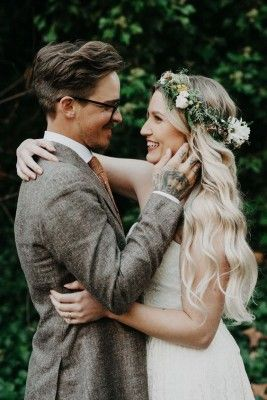 De perfecte boho bloemenkrans voor je bruidscoupe nog niet gevonden? Maak em zelf! We vonden deze handige do-it-yourself uitleg die je stap voor stap laat zien hoe je zelf een bloemenkrans kan maken.