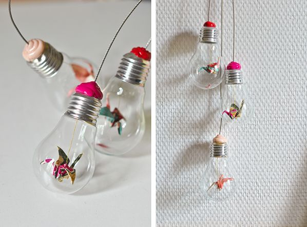 Mobile mural d'ampoules et d'origami, pas simple mais si joli.