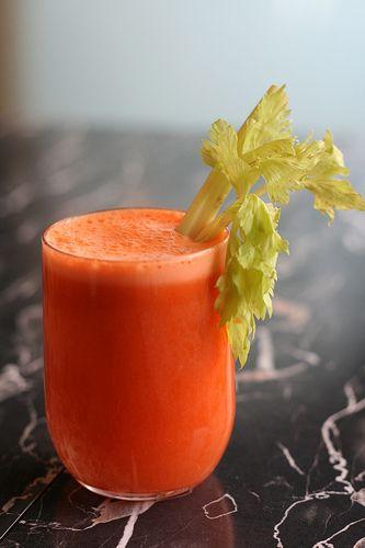 Un jugo de zanahoria con algunos sabores adicionales para sorprender a tu paladar. Después de preparar este jugo querrás seguir tomándolo siempre.