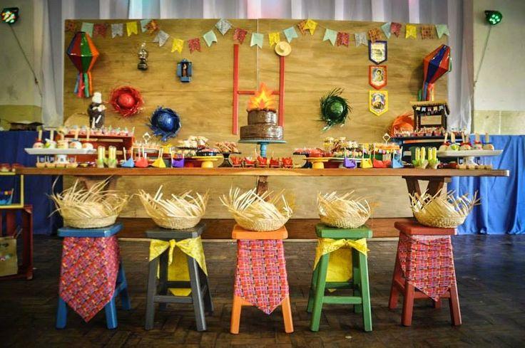 Hoje no blog tem Festa Junina!!Amor a primeira vista por esta decoração.Imagens do Facebook Encantada Fábrica de Festas e Sonhos.Lindas ideias e muita inspiração.Uma semana maravilhosa para to...
