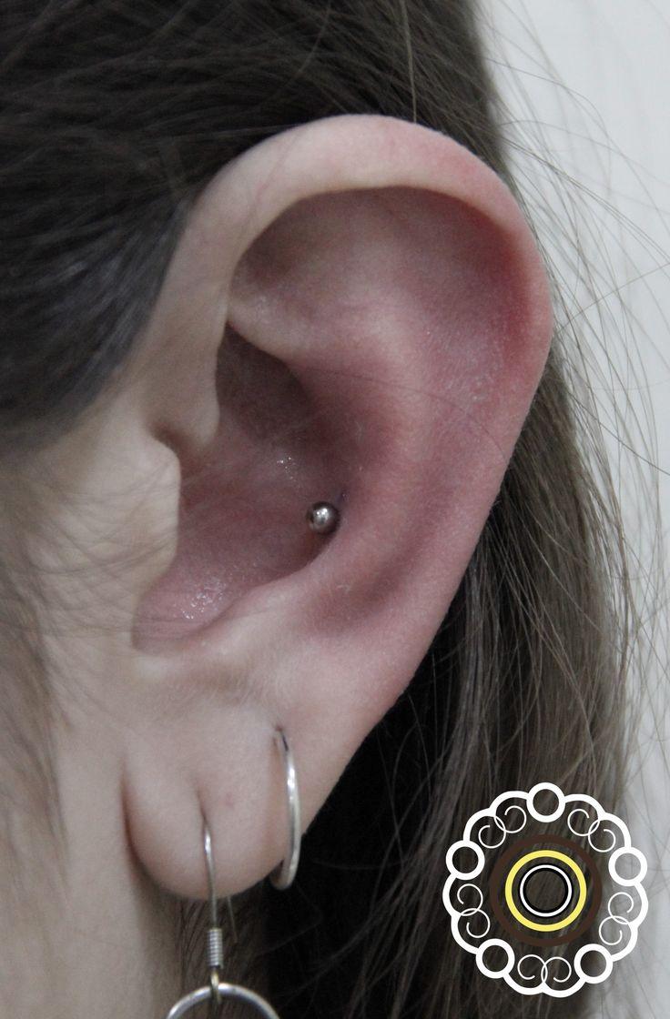 Conch piercing #piercing #conchpiercing #earpiercing #piercingbarcelona #barcelonapiercing #concha #lescorts #campnou