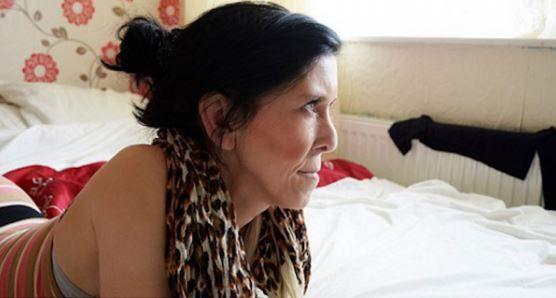 Baru 16 Tahun Tapi Nampak Seperti Nenek   Zara Hartshorn gadis remaja 16 tahun berasal dari Rotherham Yorkshire selatan telah lama bersabar selama bertahun-tahun mendapatkan ejekan kejam dan bahkan kekerasan fizikal kerana penampilannya yang nampak jauh lebih tua dari usia sebenarnya.  Zara mengalami keadaan genetik yang jarang berlaku yang membuatnya kelihatan seperti orang tua. Ia mewarisi kelainan genetik tersebut (lipodistrofi) yang membuat kulitnya nampak berkededut dari Ibunya Tracey…