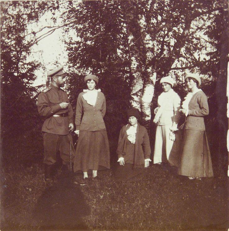 Nicholas with Tatiana, Anastasia, Maria and Olga, Tsarskoe Selo, 1915