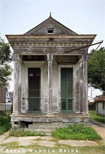 70 Abandoned Old Buildings.. left alone to die   (10 Beautiful Photos)