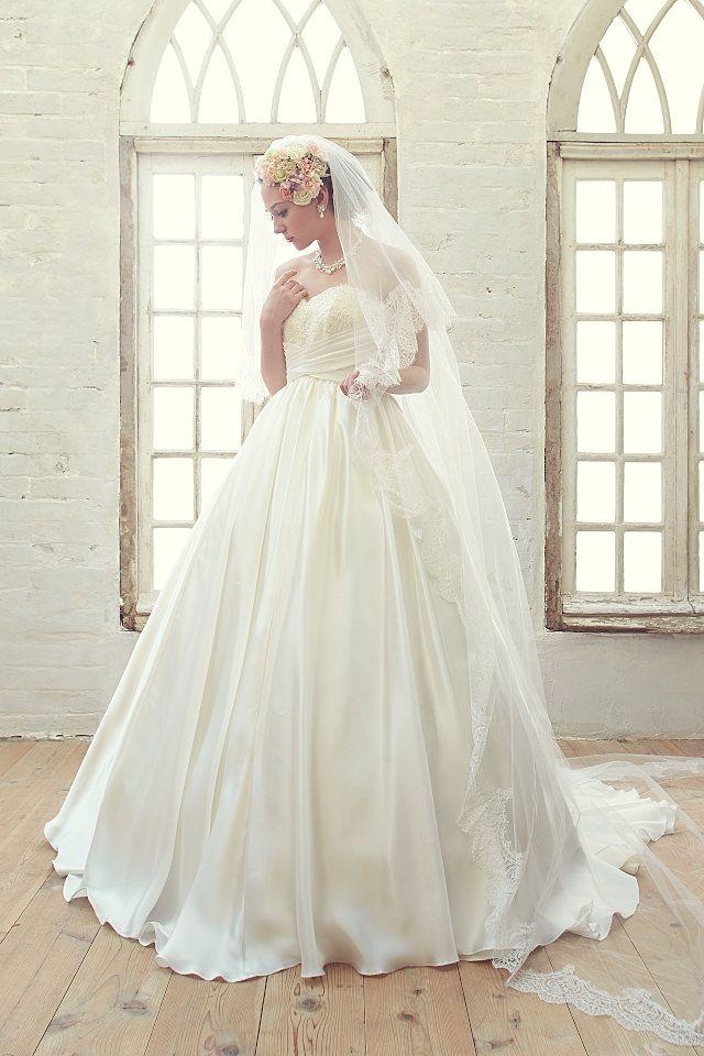 上質なシルク生地をたっぷりと使用している贅沢なウェディングドレス|AN0300