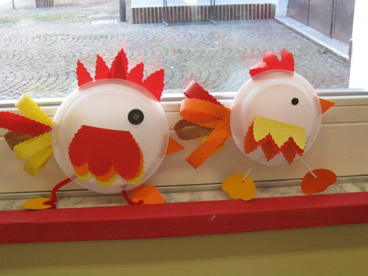 Super Cute and Easy Chickens....Post in different language (Italian, maybe?)......but we all speak Kindergarten craft!