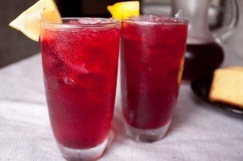ИНГРЕДИЕНТЫ: сахар 120-150 г чай каркаде 4 ст.л. сок лимона 2 ст.л. имбирь 1 ст.л. лимон Каркаде – чай красного или бордового цвета, который готовится из прицветников суданской розы. Национальный египетский напиток, хорошо утоляет...