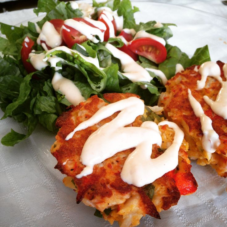21 Day Fix approved skinny baked crab cakes -- with #21DayFix count