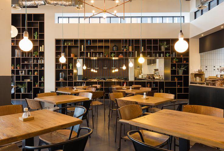 Interieur ontwerp voor een kantoor, lobby, cafe en vergaderruimte.