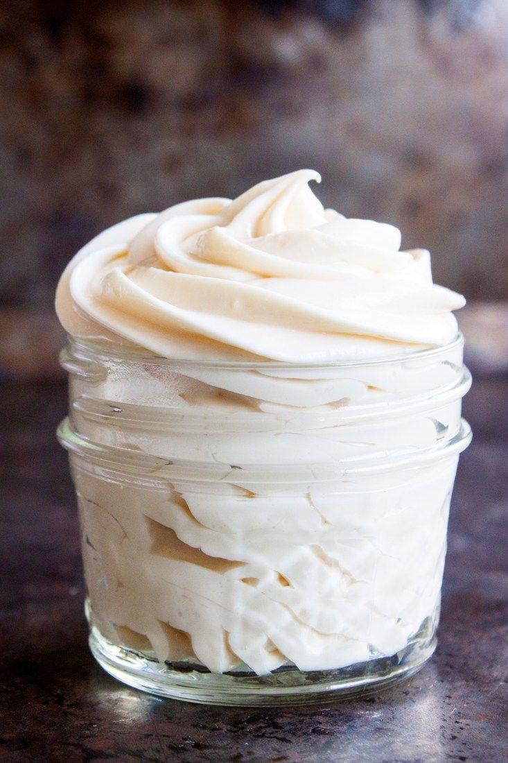 Receta para hacer un sencillo y delicioso Frosting de Queso Crema y Miel, súper fácil de preparar y mucho más ligero que un frosting tradicional.