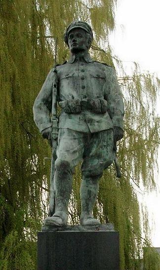 Plik:Radom - Pomnik Czynu Legionów1.jpg