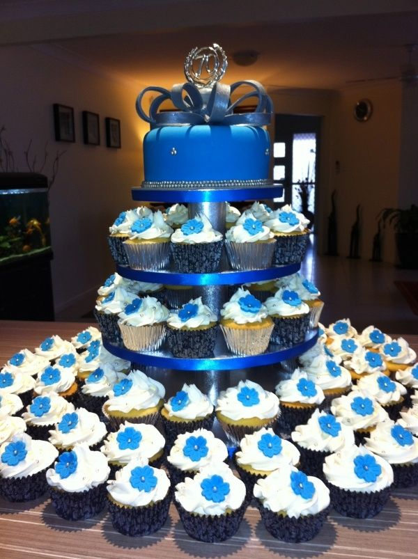 royal blue wedding cake and cupcakes 17 best images about wedding cakes on a well 19369