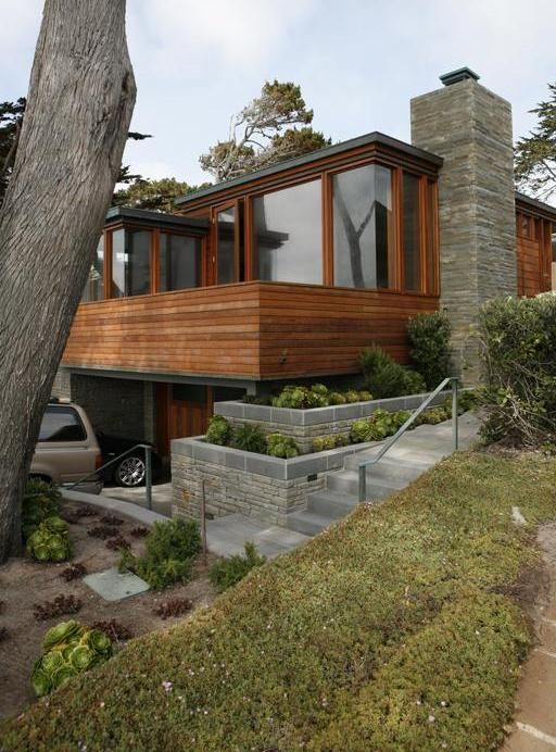 This contemporary weekend house in Carmel, California by Chicago-based Dirk Denison Architects