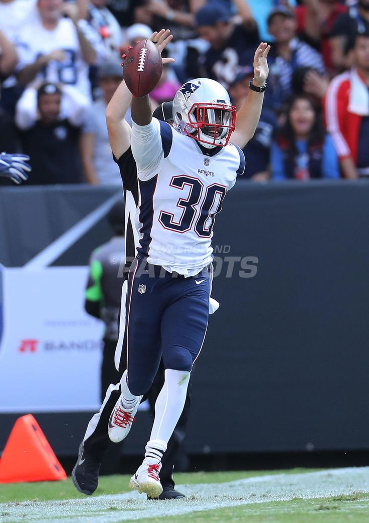 #4: HARMON'S BIG INT..Top 5 Photos from Patriots vs. Raiders presented by CarMax | New England Patriots
