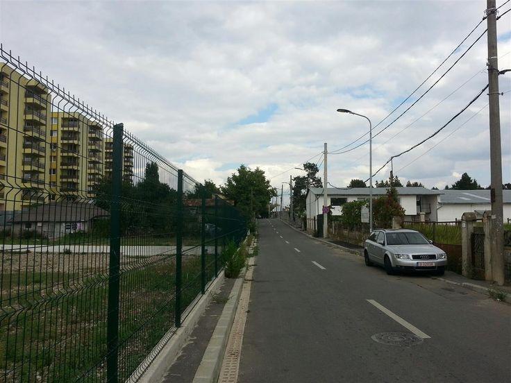 Teren Intravilan Constructii de vanzare in Bucuresti - Giulesti, reper Calea Giulesti, avand o suprafata de 1800 mp si deschiderea de 40 ml la 1 strada. Caracteristici teren POT 60 % , CUT 2,5 , Regim de inaltime P+4 , amprenta maxima 1170 mp.Pretul este negociabil .  ID intern: 436.