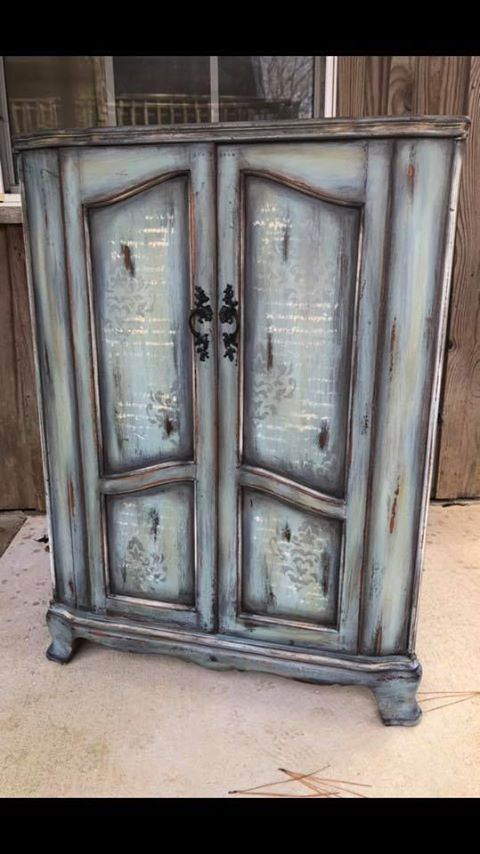 DIY INSPIRATION, Paint Finish using Dixie Belle Paint - shown, the result of vintage duck egg, gravel road, yankee blue, whitewash glaze, pine cone, black glaze and brown wax, with stenciling in drop cloth and silver gilding wax, by Lisa Skelton Harrison / via dixiebellepaint.com