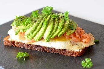 Hvis der er noget som er fantastisk at starte dagen med, så er det avocado laks og æg. Det er også utrolig lækkert til frokost.