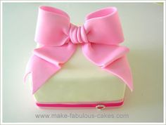 Fondant bow tutorial. Use with this recipe http://seddy5.typepad.com/blog/2010/05/how-to-make-marshmallow-fondant.html