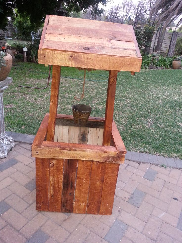 Parys Rustic Décor - Wishing well.