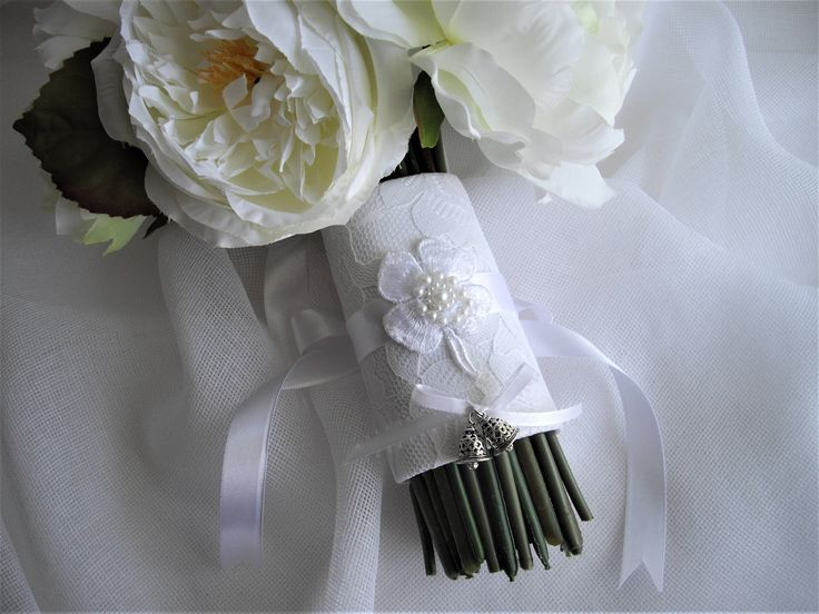 Irish Tradition White Shamrock/Wedding Bells Bouquet Wrap.  Comes to you ready to gift in a clear box with my handmade tag. Shipped in 1 business day mailed priority mail delivered in 1-3 business days in the Continental U.S.  At weddings in Ireland the guests were given a small bell said to ward off evil wishes. Not comparable to the church bells but the same meaning: The ringing of a bell would not only ward off evil wishes but the sound of bells would also serve as a reminder of the c...