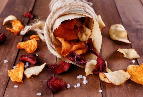 #Chips con barbabietola, carota, patata dolce con maionese di olio, limone e aceto. Da leggere :)