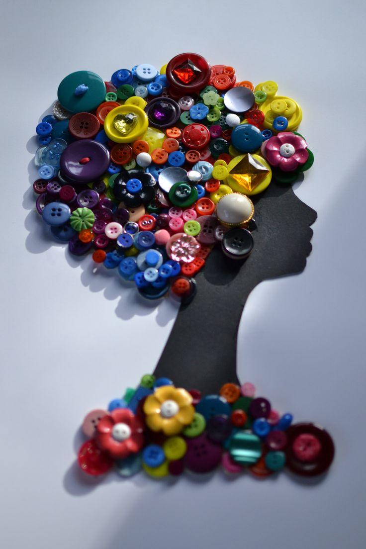 Mulher com botões Botões - Blog Pitacos e Achados - Acesse: https://pitacoseachados.wordpress.com - https://www.facebook.com/pitacoseachados - https://plus.google.com/+PitacosAchados-dicas-e-pitacos - #pitacoseachados