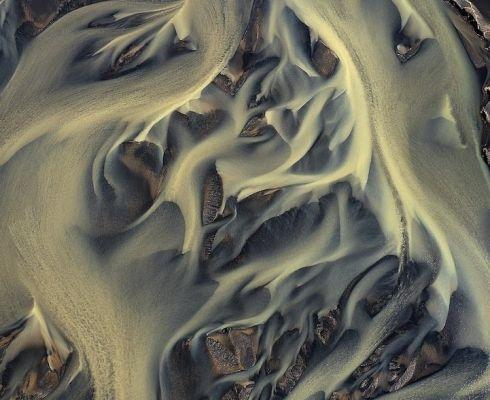 Natura are darul de a ne surprinde de multe ori. Descopera locuri incredibile din lume: raurile vulcanice din Islanda!