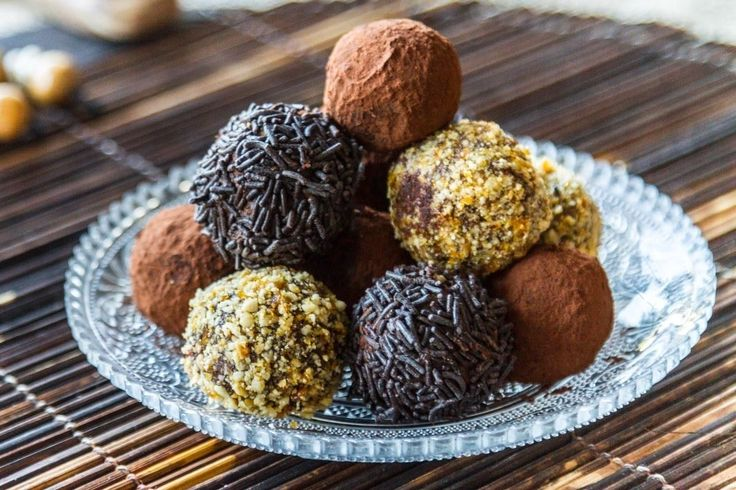 Chocolate Truffles. Put the chocolate in a large bowl. 	In a small saucepan, heat the heavy cream over medium heat. 	As soon as it starts to boil, remove from heat. Add to the bowl with the ch...