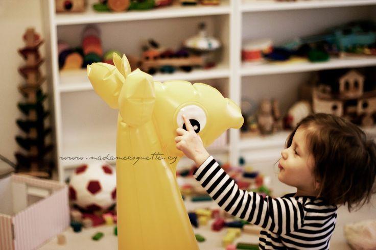 Madame Coquette: hračky, které nás baví / žirafa Fatra