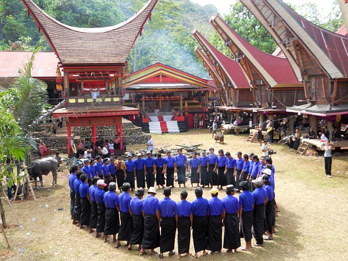 Want to see the Funeral Ceremony. Visit : http://www.sulawesi-experience.com/news/toraja-funeral-ceremony.html