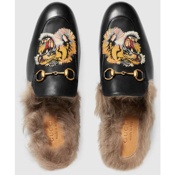 Gucci Princetown Slipper With Tiger ($860) ❤ liked on Polyvore featuring men's fashion, men's shoes, men's slippers, men's flats, mens fur lined shoes, mens slippers, mens black slippers and mens leather sole shoes