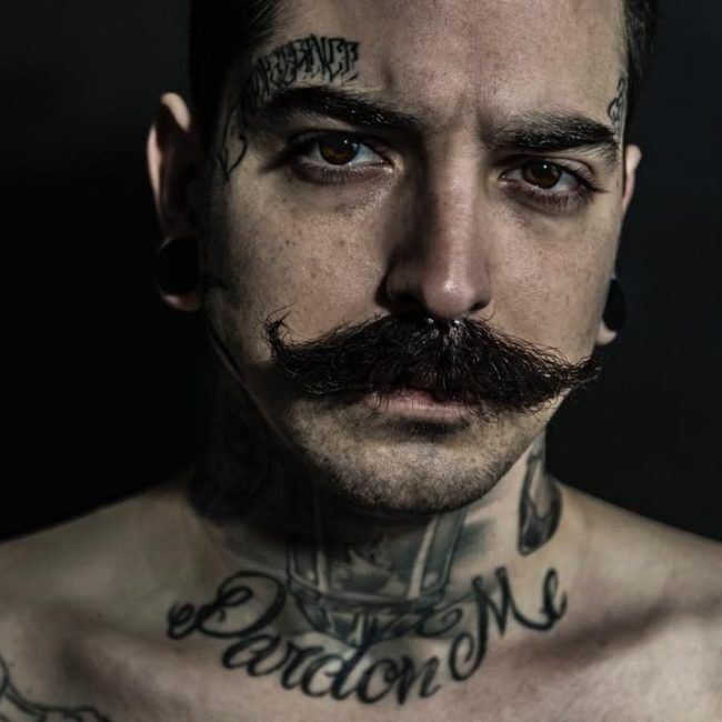 hals tattoos männer