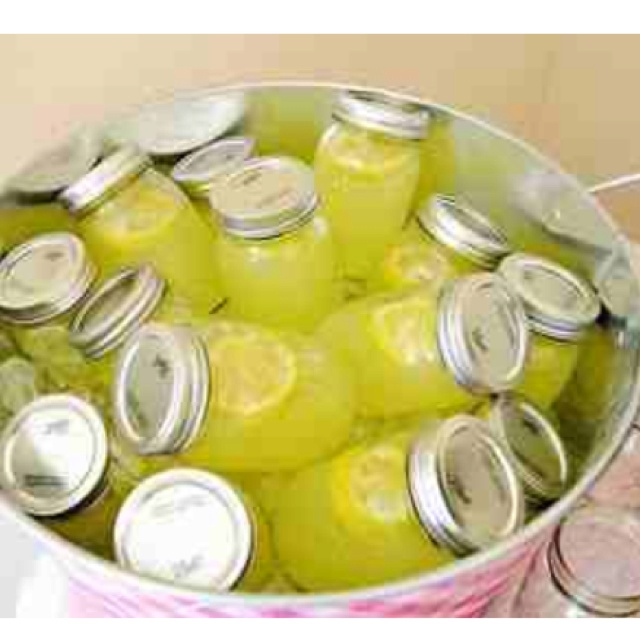 Individual lemonades, perfect for a back yard shindig!