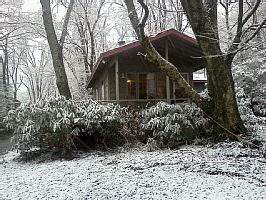 Boone cabin rental - Cabin in snow.