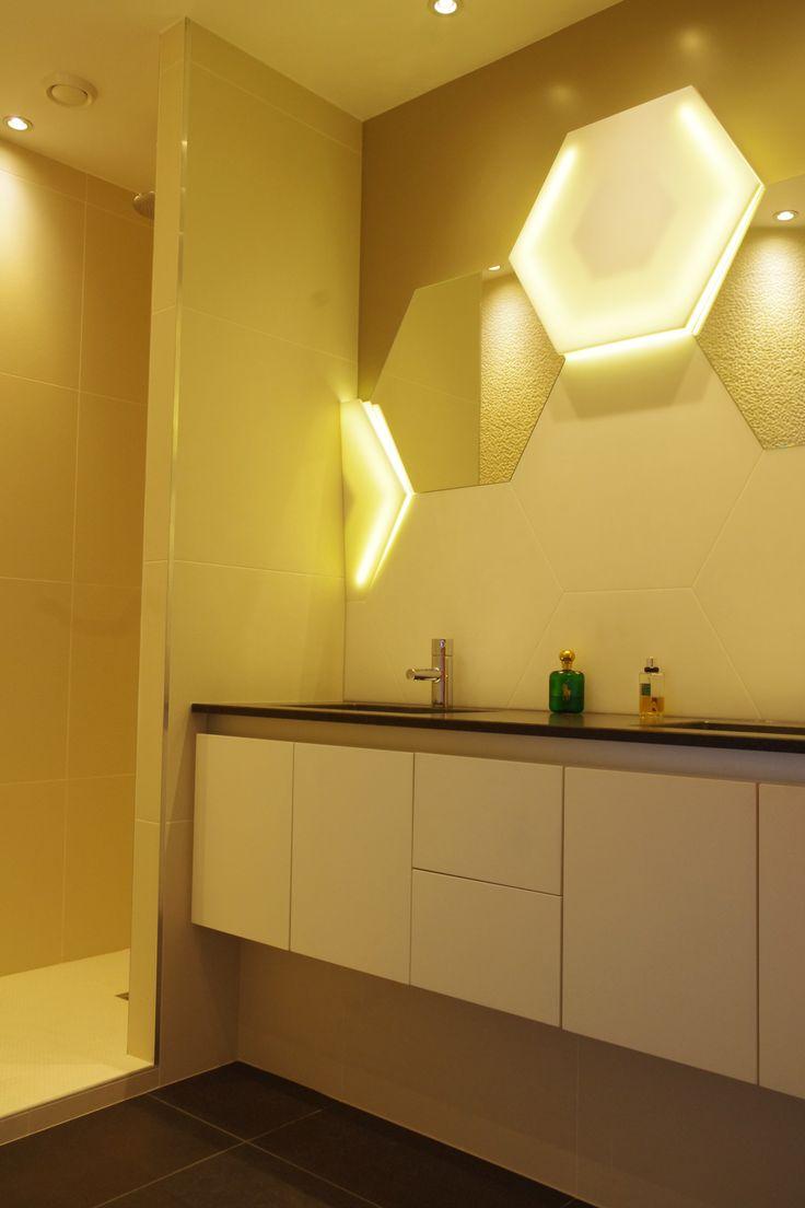 Habillage de salle de bains : vasques + éclairage