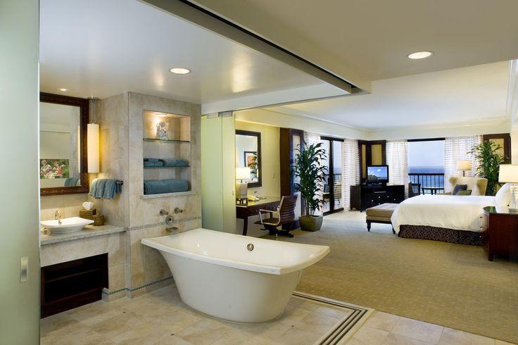 Hilton Hawaiian Village - deep soaking bathtub