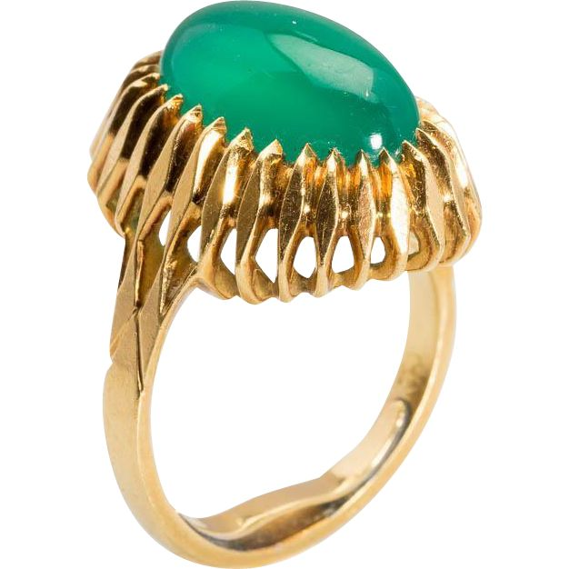 Vintage impressive Chrysoprase  cocktail ring / right hand ring 18 k yellow gold circa 1950 s  found on www.rubylane.com