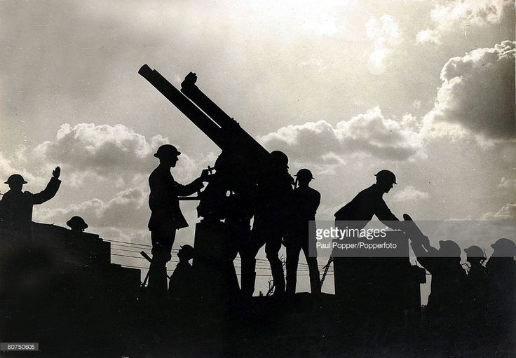 War and Conflict, World War I, (1914-1918) Western Front, France, pic: October 1917, A silhouette photograph shows a British anti-aircraft gun being loaded in the Battle of Broodseinde Ridge