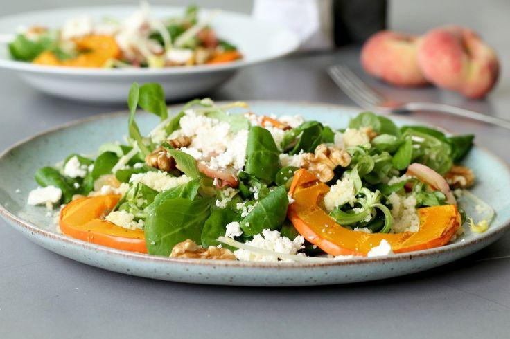 Ik ben gek op salades en wanneer ik even de tijd heb maak ik als lunch een grote kom met sla, bonen of granen en groentes. Om mijn salades extra voedzaam te maken voeg ik kiemen of scheuten toe. Je weet wel, de beginselen van een plantje die tjokvol voedingstoffen...