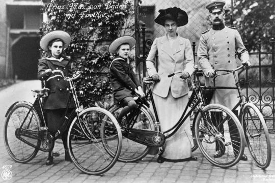 Trügerisches Familienidyll: Reichskanzler Prinz Max von Baden mit Gattin Marie Luise, Tochter Marie Alexandra und Sohn Berthold Friedrich, etwa 1912