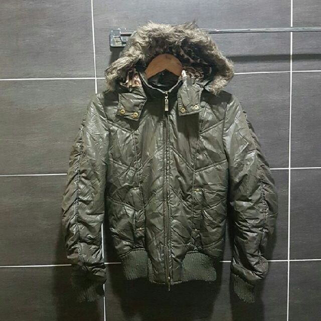 Buy Sky Bomber in Kuala Lumpur,Malaysia. Include Postage Bundle item Size : M Detachable : Hooded and Fur Pit : 20' Lenght : 24.5' Condition : Complete Zip and NO torn  Chat to Buy